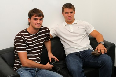 Денис ПАРШИН (слева) и Сергей ШИРОКОВ. Фото КХЛ Фото «СЭ»