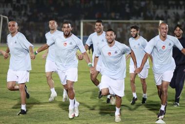 Вчера. Хартум. Футболисты сборной Алжира готовятся к матчу с Египтом. Фото REUTERS Фото «СЭ»