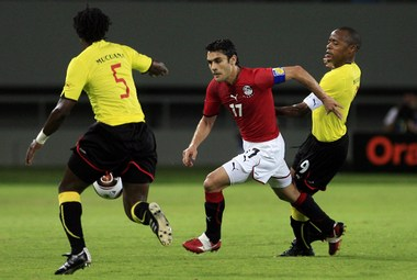 """Суббота. Бенгела. Египет - Мозамбик - 2:0. В атаке плеймейкер """"Фараонов"""" АХМЕД ХАССАН ( 17). Фото AFP Фото «СЭ»"""