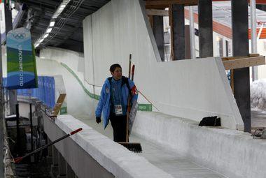 Уистлер. В месте трагедии организаторы поставили дополнительные борта и укрыли столбы мягким материалом. Фото REUTERS Фото «СЭ»