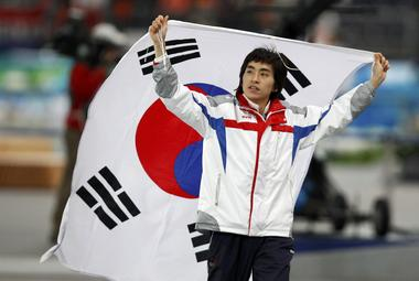 Ошибка Свена Крамера вывела на первое место корейца ЛИ СЕУН ХУНА. Фото REUTERS Фото «СЭ»