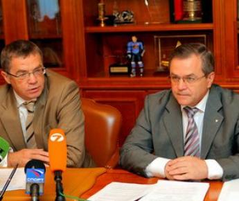 Президент КХЛ Александр МЕДВЕДЕВ (слева) и вице-президент лиги Владимир ШАЛАЕВ. Фото КХЛ Фото «СЭ»