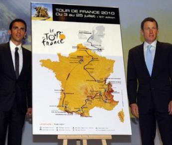 "14 октября 2009 года. Париж. Альберто КОНТАДОР (слева) и Лэнс АРМСТРОНГ на презентации ""Тур де Франс""-2010. Фото AP Фото «СЭ»"
