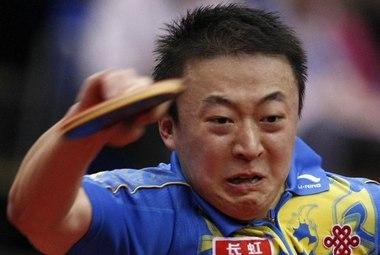 Олимпийский чемпион МА ЛИНЬ в полуфинале личного турнира уступил своему старому сопернику Ван Лициню. Фото Reuters