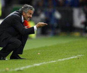 9 июня 2008 года. Берн. Голландия - Италия - 3:0. Роберто ДОНАДОНИ руководит действиями итальянцев в матче, в котором «Скуадра адзурра» потерпела самое крупное поражение за четверть века. Фото REUTERS. Фото Reuters