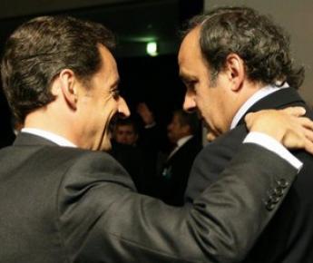 Вчера. Женева. Президент Франции Николя САРКОЗИ и президент УЕФА Мишель ПЛАТИНИ после объявления Франции хозяйкой Euro-2016. Фото Reuters