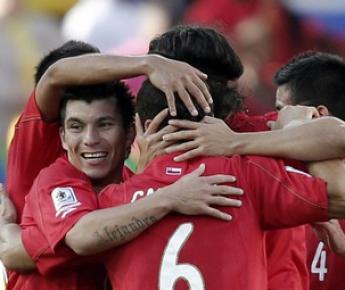 Среда. Нелспрейт. Гондурас - Чили - 0:1. Сборная Чили празднует победу. Фото REUTERS Фото Reuters