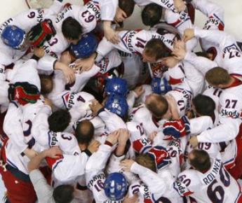 23 мая 2010 года. Кельн. Сборная Чехии празднует победу в чемпионате мира, который в последний раз проводился по старой формуле. Фото Reuters