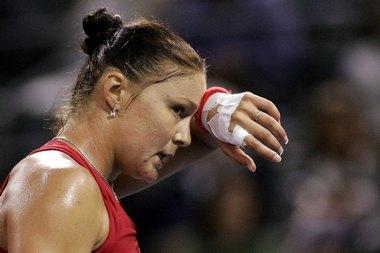 Динара САФИНА не смогла защитить титул на турнире в Лос-Анджелесе, проиграв в третьем круге. Фото AFP Фото «СЭ»