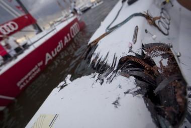 Пробоина на борту Bribon. Фото Audi MedCup Фото «СЭ»