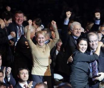 Вчера. Цюрих. Российская делегация празднует победу на выборах страны - хозяйки чемпионата мира 2018 года. Фото AFP