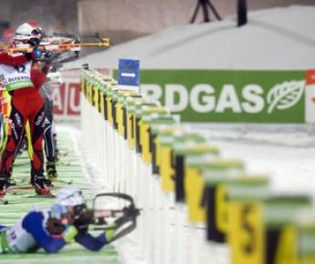 Кубок мира. 1-й этап. Индивидуальная гонка. 20 км. Мужчины. Огневой рубеж. Фото AFP