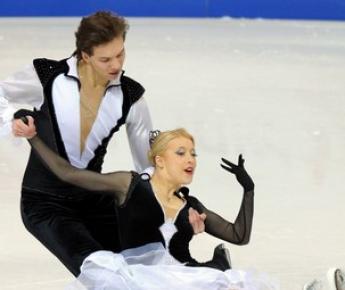 Среда. Берн. Екатерина БОБРОВА и Дмитрий СОЛОВЬЕВ во время исполнения короткого танца. Фото AFP