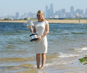 Воскресенье. Мельбурн. Ким КЛИЙСТЕРС - чемпионка Australian Open-2011. Фото AFP
