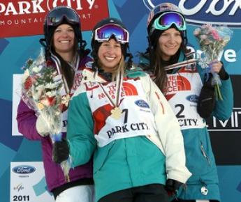Призеры женских соревнований в слоупстайле (слева направо) Керри ХЕРМАН, Анна СЕГАЛ и Кайя ТУРСКИ. Фото AFP