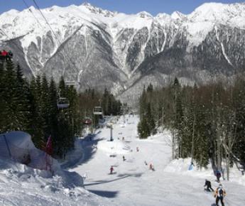 Первые из соревнований на олимпийских объектах Сочи-2014 примет горнолыжная трасса. Фото AFP