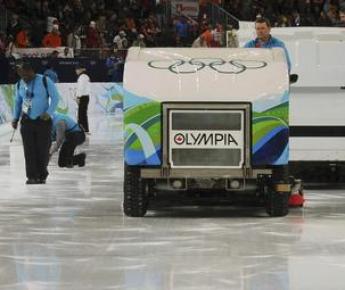 """Подобные заливочные машины, возможно, будут готовить лед на Олимпиаде в Сочи. Фото REUTERS Фото """"СЭ"""""""