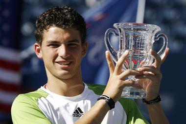 7 сентября 2008 года. Нью-Йорк Григор ДИМИТРОВ с трофеем за победу на юниорским US Open. Фото REUTERS