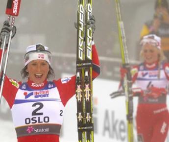 """Сегодня. Осло. Марит БЬОРГЕН празднует победу в дуатлоне. Фото """"СЭ"""""""