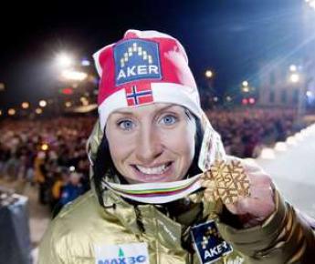 Вчера. Осло. Марит БЬОРГЕН с золотой медалью чемпионата мира. Фото AFP