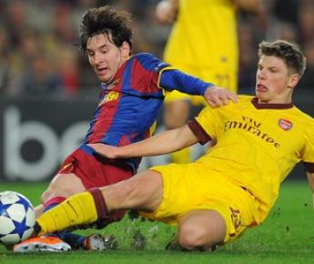 """Вторник. Барселона. """"Барселона"""" - """"Арсенал"""" - 3:1. Лиональ МЕССИ и Андрей АРШАВИН. Фото AFP"""