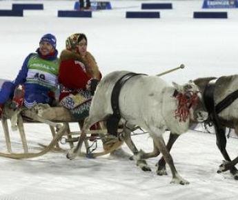 Вчера. Ханты-Мансийск. Максим МАКСИМОВ совершает круг почета. Фото Reuters
