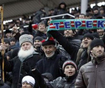 Грозный. Зрители на трибунах стадиона им.Билимханова. Фото REUTERS