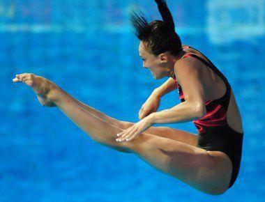 Надежда БАЖИНА - серебряный призер московского этапа Мировой серии в синхронных прыжках с трамплина. Фото AFP