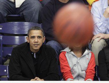 Президент США Барак ОБАМА - нередкий гость на баскетбольных матчах. Фото REUTERS