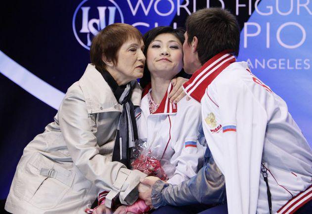 Тамара МОСКВИНА (слева) и ее ученики Юко КАВАГУТИ и Александр СМИРНОВ. Фото REUTERS