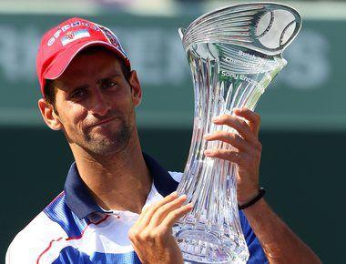 Воскресенье. Майами. Новак ДЖОКОВИЧ с призом за победу на Sony Ericsson Open. Фото AFP