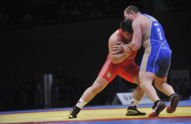Суббота. Дортмунд. Одну из шести золотых медалей чемпионата Европы России принес Хасан БАРОЕВ (справа). Фото AFP