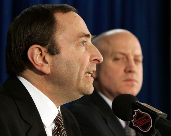 Первые лица НХЛ - Гэри БЭТТМЕН и Билл ДЭЙЛИ (справа). Фото REUTERS