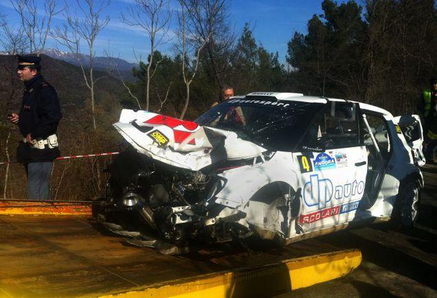 Разбитая машина Роберта Кубицы. Фото AFP