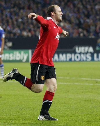 """Сегодня. Гельзенкирхен. """"Шальке"""" - """"Манчестер Юнайтед"""" - 0:2. Уэйн РУНИ празднует гол в ворота Мануэля Нойера. Фото AFP"""