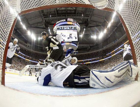 """Сегодня. Питтсбург. """"Питтсбург"""" - """"Тампа-Бэй"""" - 0:1. Один из 36 сэйвов Дуэйна РОЛОСОНА. Фото AFP"""