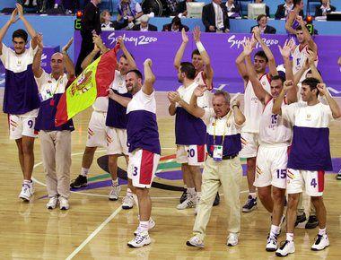 Паралимпийская сборная Испании-2000 сразу после победы Фото Reuters