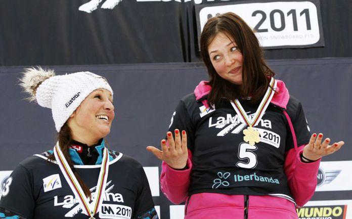 19 января. Ла-Молина. Алена ЗАВАРЗИНА (справа) - чемпионка мира по сноуборду. Фото REUTERS