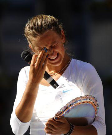 Воскресенье. Мадрид. Виктория АЗАРЕНКО плачет во время церемонии награждения. Фото AFP