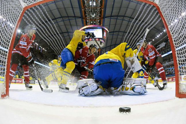 Понедельник. Кошице. Канада - Швеция - 3:2. Этот матч и этот гол определили соперника сборной России в четвертьфинале. Фото REUTERS