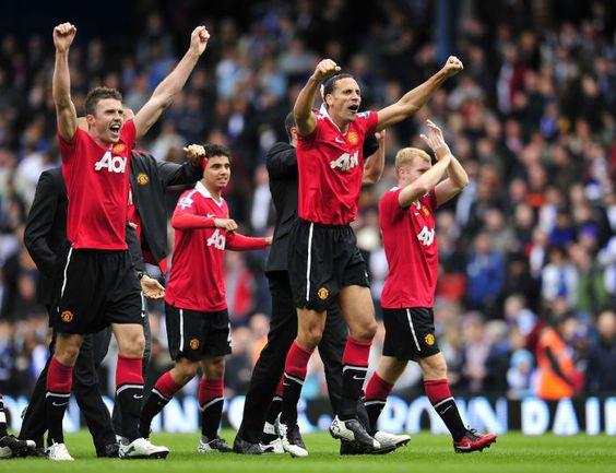 """Вчера. """"Манчестер Юнайтед"""" празднует победу в премьер-лиге. Фото AFP"""