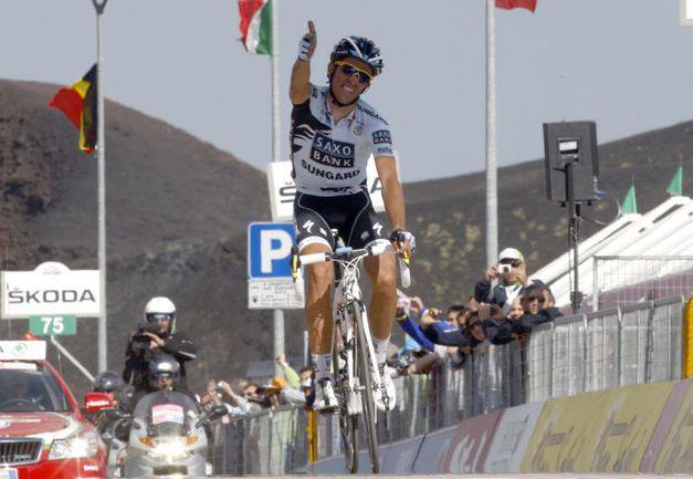 Вчера. Победный финиш Альберто КОНТАДОРА. Фото AFP