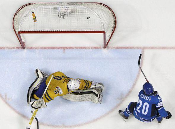 Лидерство в рейтинге ИИХФ Россия удержала в том числе благодаря поражению шведов в финале чемпионата мира. Фото REUTERS