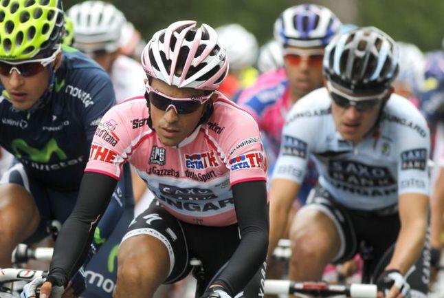 """Вчера. 10-й этап. """"Джиро д'Италия"""". На дистанции - лидер гонки в общем зачете испанец Альберто КОНТАДОР. Фото AFP"""