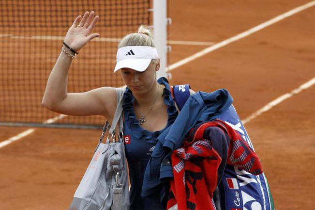 Пятница. Париж. Каролин ВОЗНЯЦКИ покидает Roland Garros-2011. Фото REUTERS