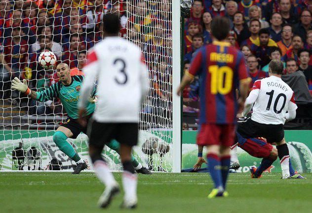 """Суббота. Лондон. """"Барселона"""" - """"Манчестер Юнайтед"""" - 3:1. Уэйн РУНИ (справа) проводит единственный гол """"МЮ"""". Фото AFP"""