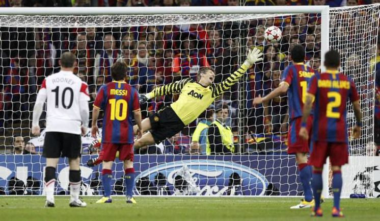 """Суббота. Лондон. """"Барселона"""" - """"Манчестер Юнайтед"""" - 3:1. Только что Давид Вилья послал третий мяч в ворота Эдвина ван дер САРА. Фото REUTERS"""