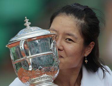 Вчера. Париж. Победительница Roland Garros-2011 ЛИ НА. Фото AFP