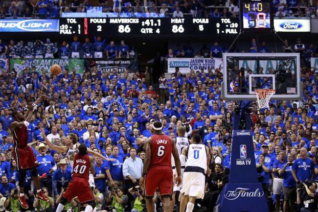 """Воскресенье. Даллас. """"Даллас"""" – """"Майами"""" - 86:88. Победный бросок Криса БОША. Фото REUTERS"""