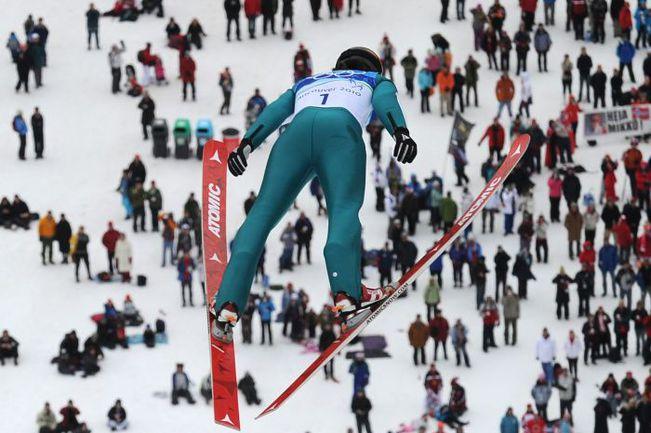 Полет члена сборной России Нияза НАБЕЕВА. Фото AFP